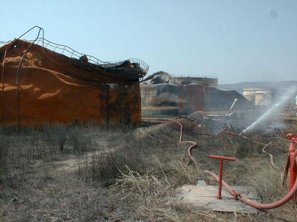 1999 г. Измитское землетрясение (M=7.4), Турция, вызвало пожар и затем разрушение резервуаров (перерабатывающий завод в Yarimca)
