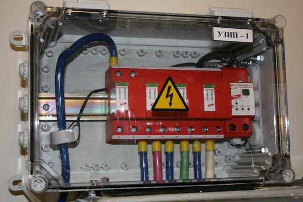 Комбинированное УЗИП DV M TNS 255 FM со стороны КТП в цепях освещения прожекторов, установленных на молниеотводных мачтах на КС «Ставропольская»