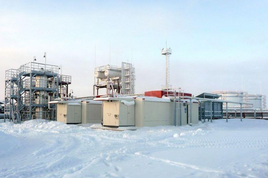 ДНС-3 Северо-Лабатьюганского месторождения. Компрессорные установки перекачивают попутный газ с отрицательными значениями по давлению на входе (от -0,02 МПа изб.)