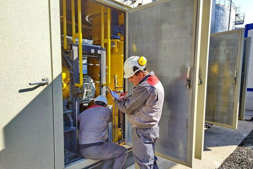 Сервисные специалисты обладают уникальным опытом выполнения работ на особо опасных и технически сложных объектах
