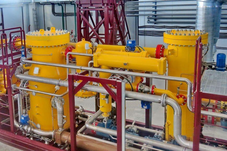 Многоступенчатая система сепарации газа, усиленная фильтром-скруббером