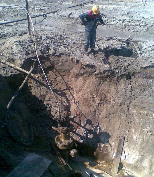 Просадка устьевой зоны скважины, связанная с растеплением грунтов приустьевой зоны скважины
