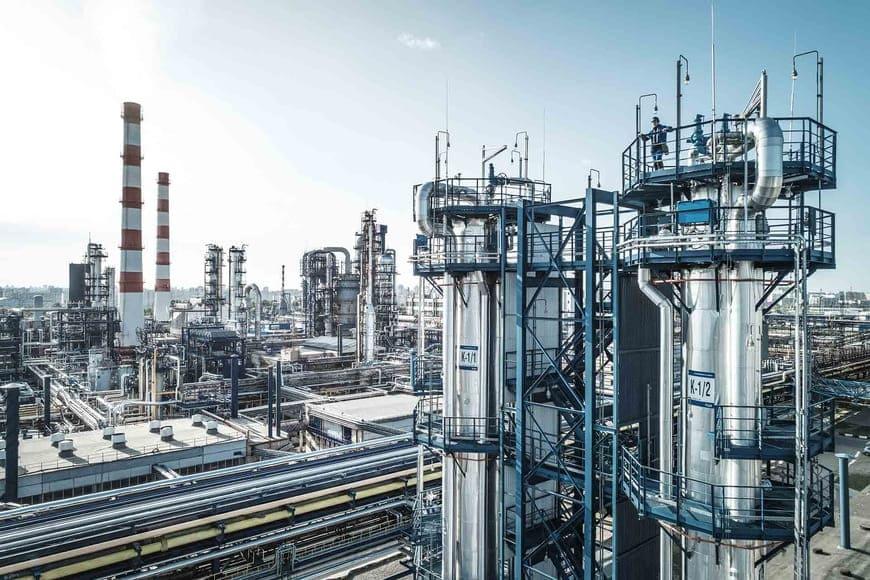 «Газпром нефть» ведет программу повышения глубины переработки на нефтеперерабатывающих активах в Москве, Омске и Ярославле