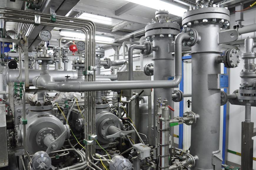 Стационарная газовая компрессорная станция НПК «Грасис» на базе компрессора с электроприводом для закачки ПНГ в пласт