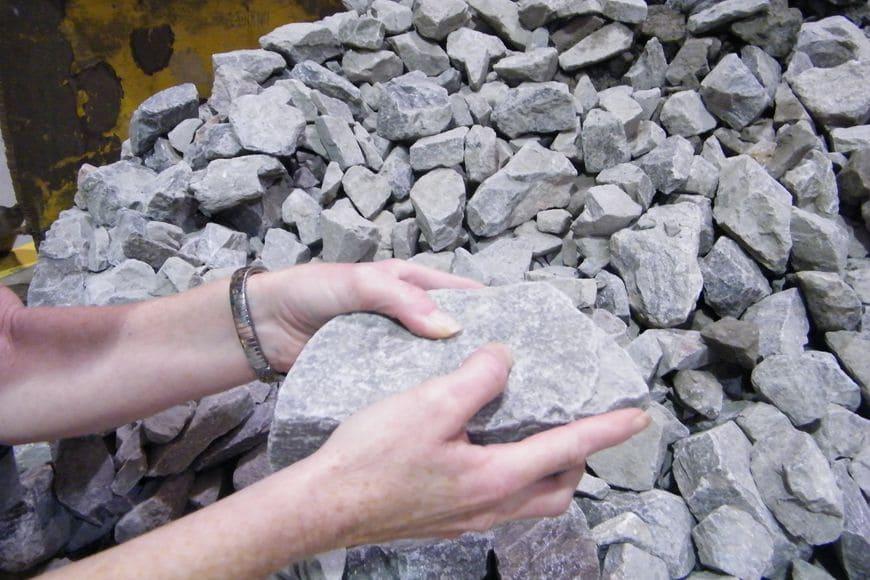Образцы рудных материалов, используемые в лаборатории GIW® Minerals для проведения полномасштабных гидравлических испытаний насосов