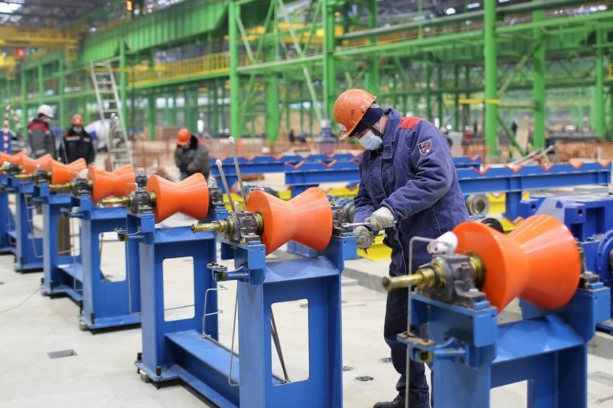 На будущем производстве бесшовных труб ОМК в Нижегородской области приступили к установке основного технологического оборудования