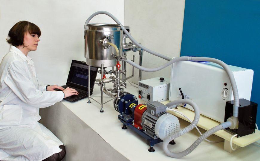 Установка УПЭС-0.01/0.55 с объемом рабочей емкости 10 л предназначена для лабораторных, учебных целей и опытных производств. Установка разработана с учетом возможности последующего масштабирования технологического процесса при переходе на установки с емкостями большего объема.