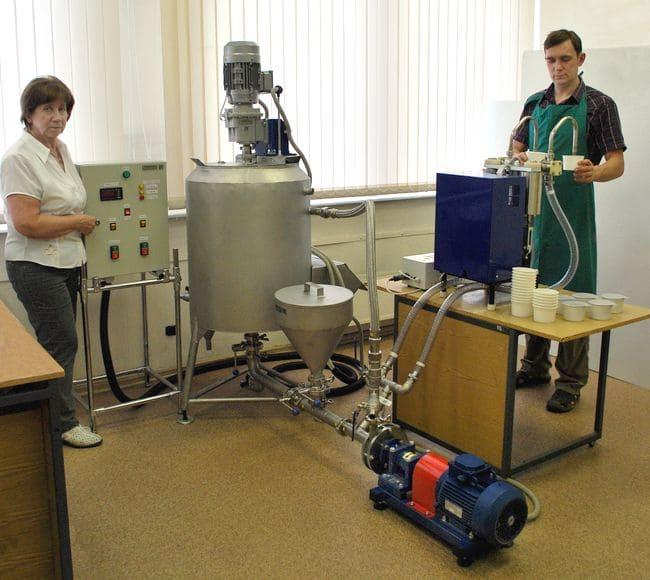 Установка приготовления эмульсий и суспензий УПЭС-0.1/3.0 в связке с полуавтоматом розлива УД-2.