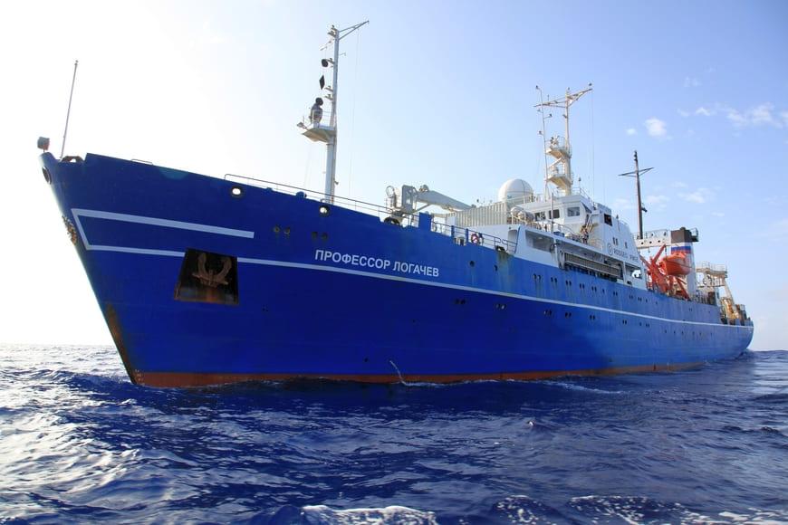 Научно-исследовательское судно Росгеологии «Профессор Логачев»