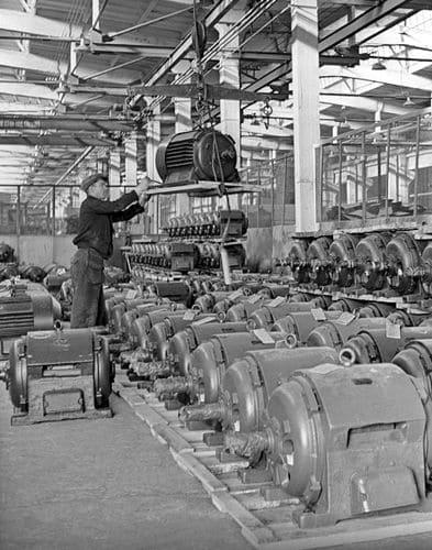 Один из цехов Новокаховского электромашиностроительного завода. 1961 г.