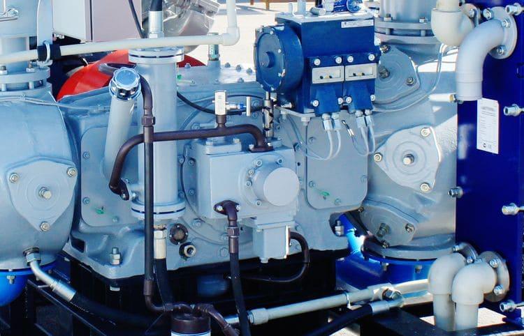 Поршневой оппозитный компрессор Краснодарского компрессорного завода используемый в стационарной АГНКС